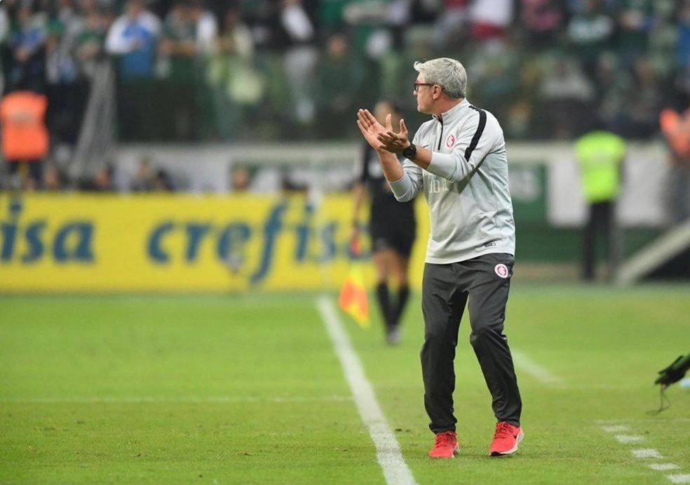 Odair Hellmann na partida contra o Palmeiras — Foto: Ricardo Duarte / Internacional