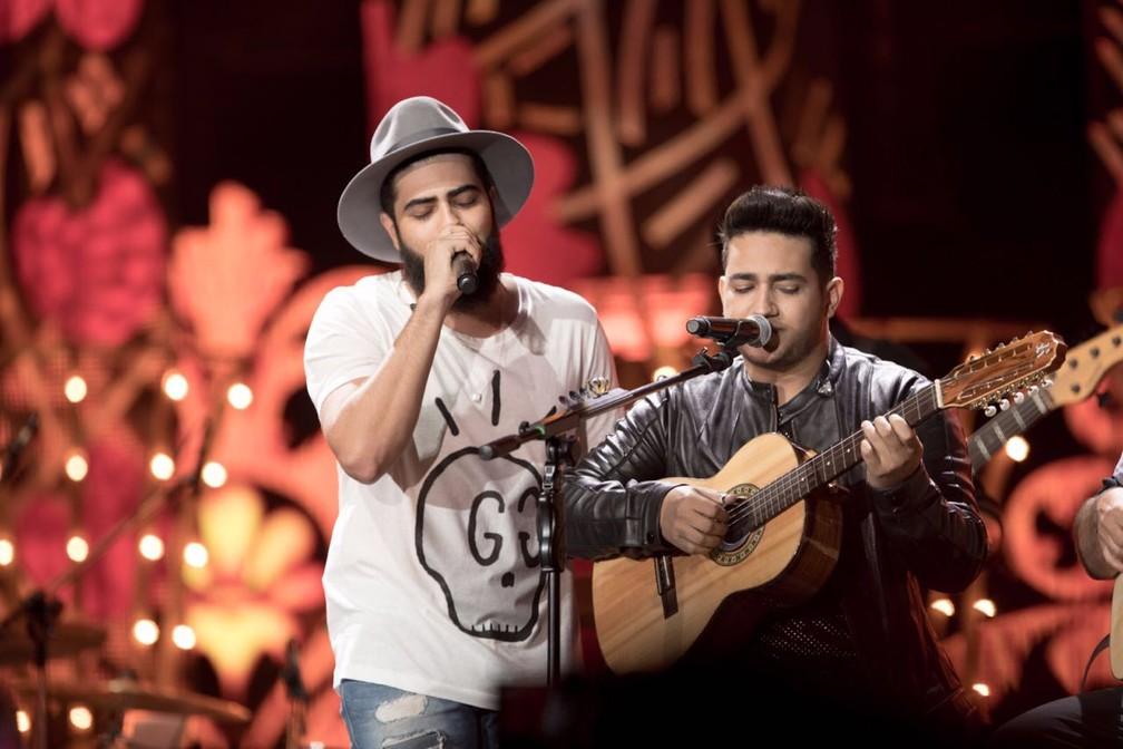 Henrique e Juliano sobem ao palco com a turnê do DVD 'O Céu Explica Tudo' (Foto: Divulgação)