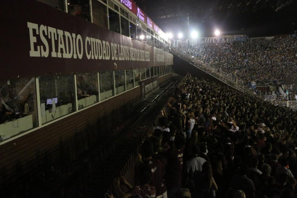 Proximidade da torcida do Lanús com camarote do Grêmio foi empecilho (Foto: Eduardo Moura)