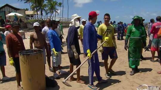 Óleo atinge praias vizinhas a Porto de Galinhas, em Pernambuco