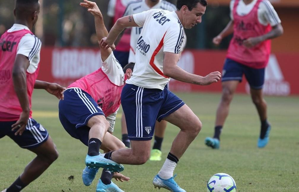 Pablo durante treino do São Paulo — Foto: Rubens Chiri / saopaulofc.net