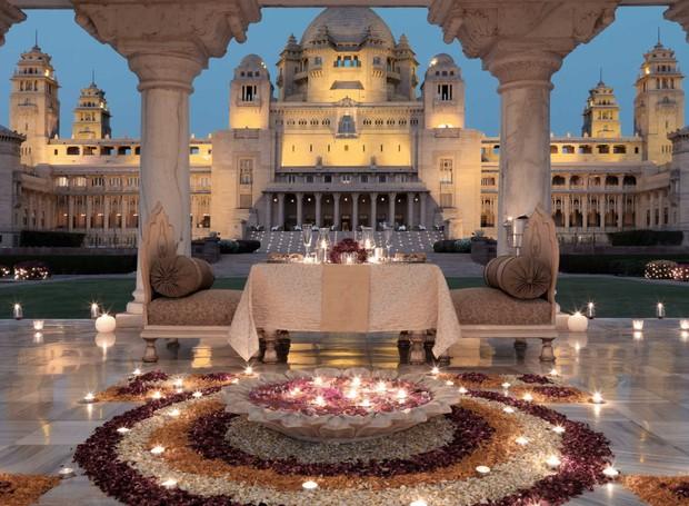 O Taj Umaid Bhawan apresenta diversos lugares para festas, mas ainda não se sabe exatamente onde acontecerá o casamento de Nick Jonas e Pryianca Chora (Foto: Taj Hotels/ Reprodução)