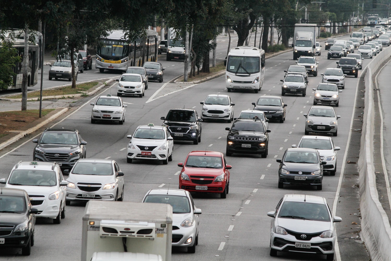 Aumento no preço do combustível é o principal motivo pelo qual os motoristas de SP reduziram o uso do carro, diz pesquisa