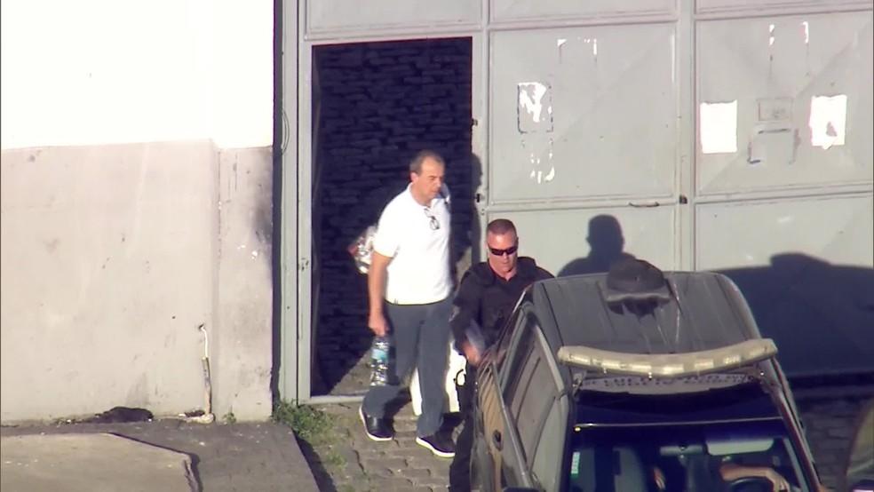 Cabral deixa presídio no Rio de Janeiro (Foto: Reprodução/TV Globo)