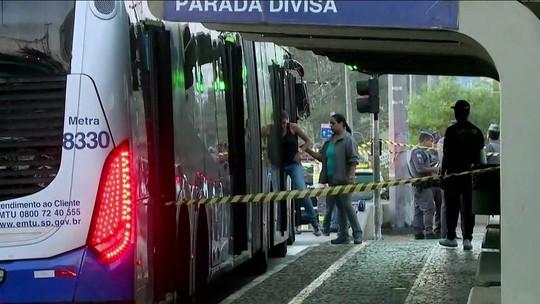 Assalto a ônibus termina com dois mortos e cinco feridos em SP