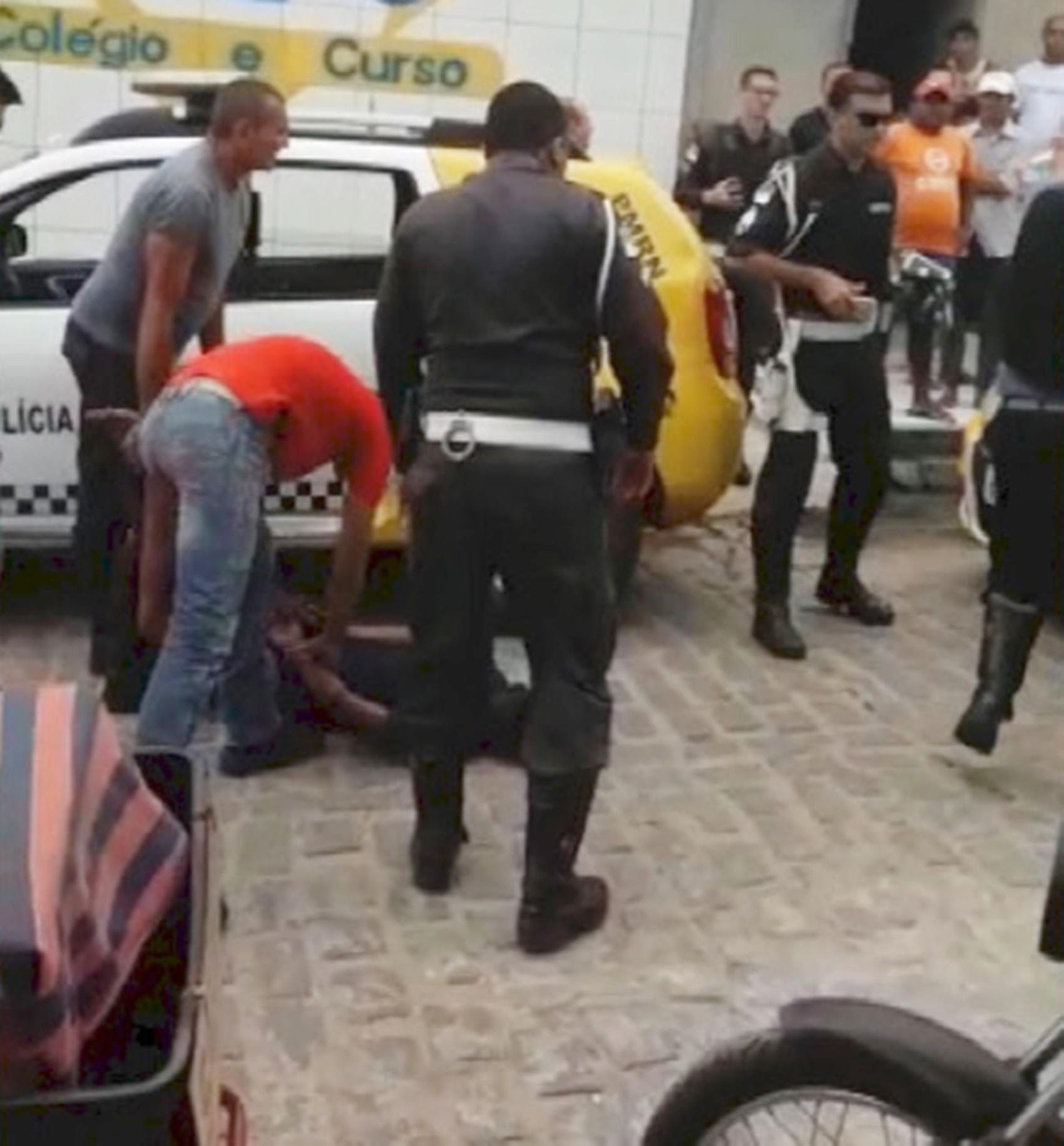 PM é baleado em atentado na Zona Norte de Natal; bandidos também são feridos e um é preso