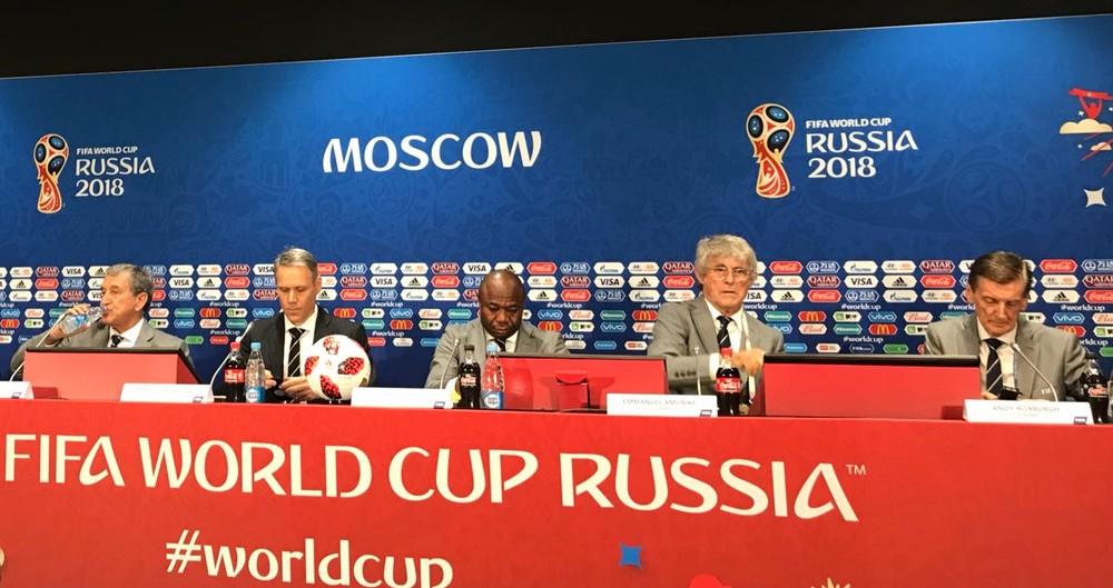 Parreira concedeu coletiva ao lado de Van Basten, Amunike e Andy Roxburgh, membros do grupo de estudos técnicos da Fifa (Foto: Martín Fernandez)
