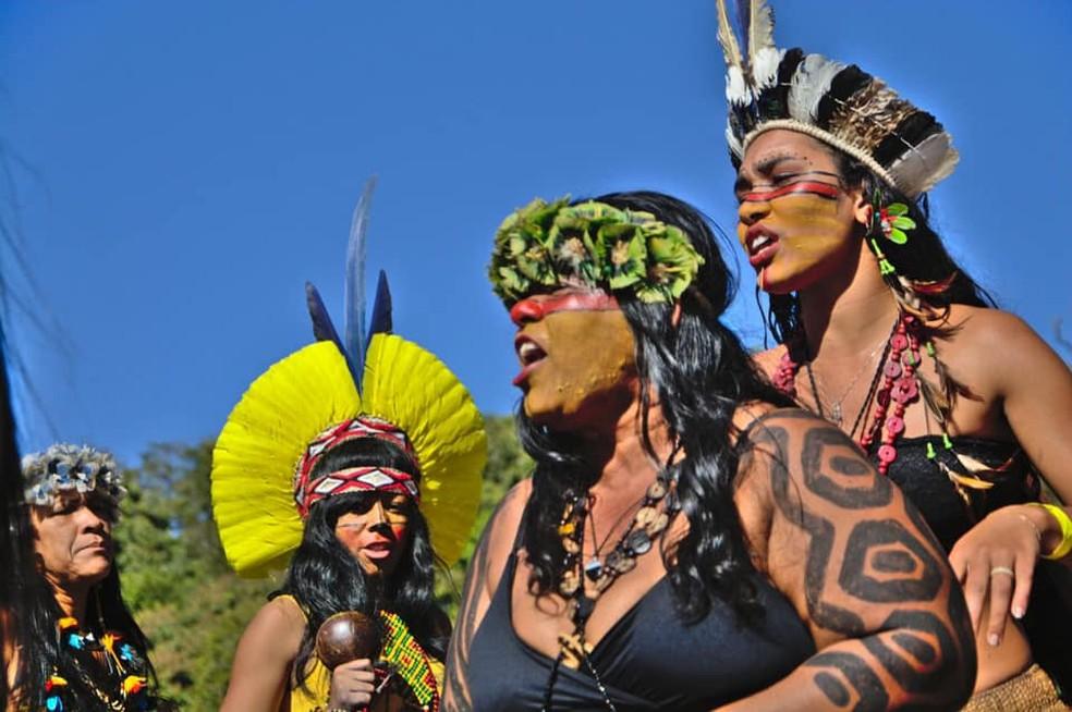 Apresentação de mulheres dos povos Pataxó e Pataxó Hã-Hã-hã-hãe — Foto: Douglas Freitas/Mídia Índia