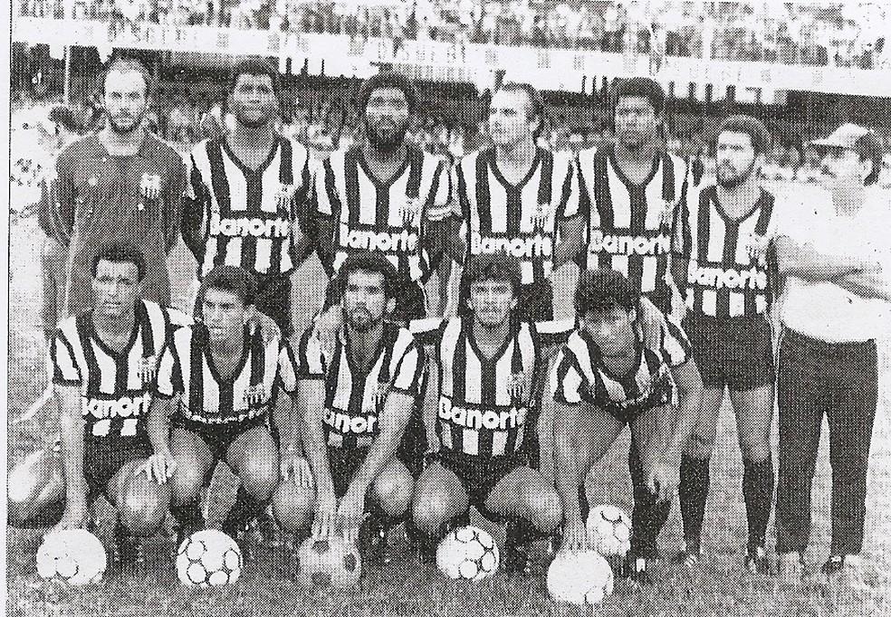 Time do Central que venceu um dos grupos do Torneio Paralelo de 1986: Patativa espera que título seja reconhecido pela CBF — Foto: Assessoria Central