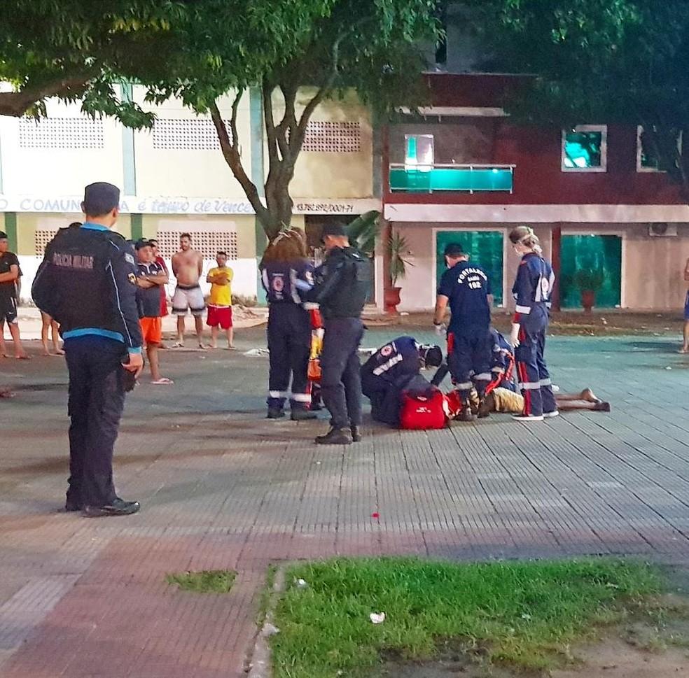 A polícia informou que a vítima era usuária de drogas e morava próximo ao local. — Foto: Rafaela Duarte