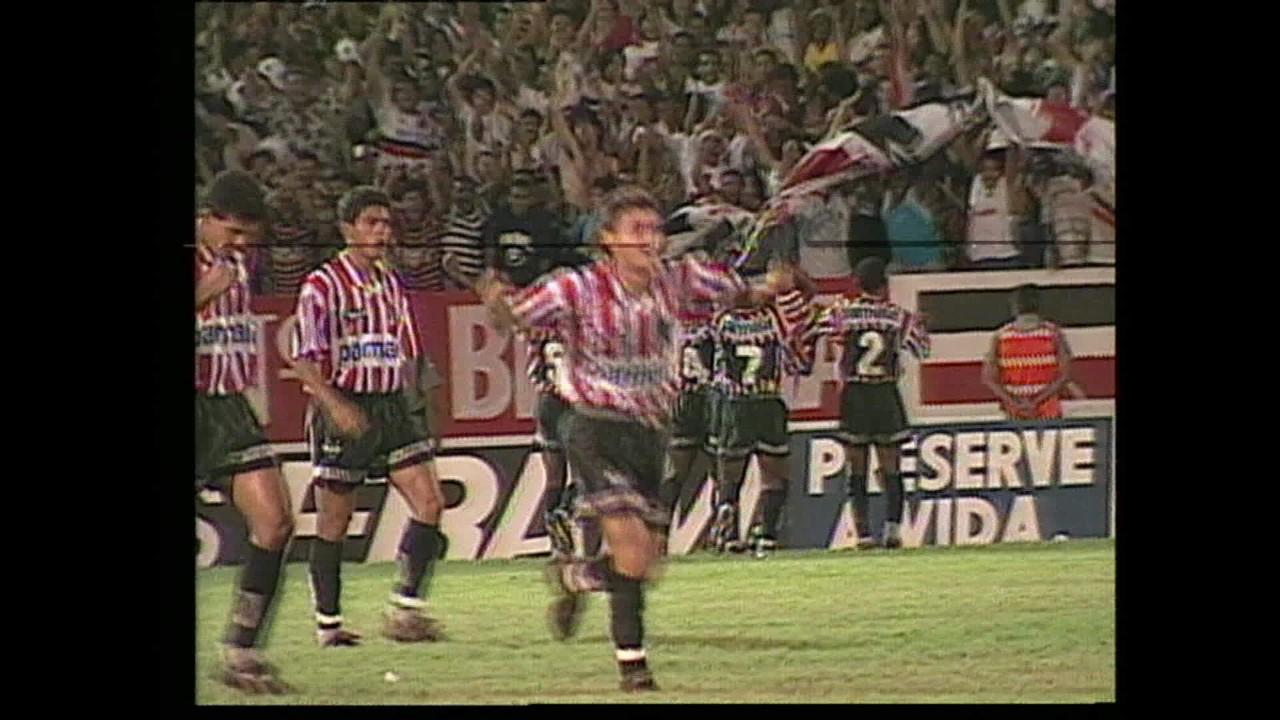 Em 1995, Santa Cruz vence Náutico por 2 a 0 com