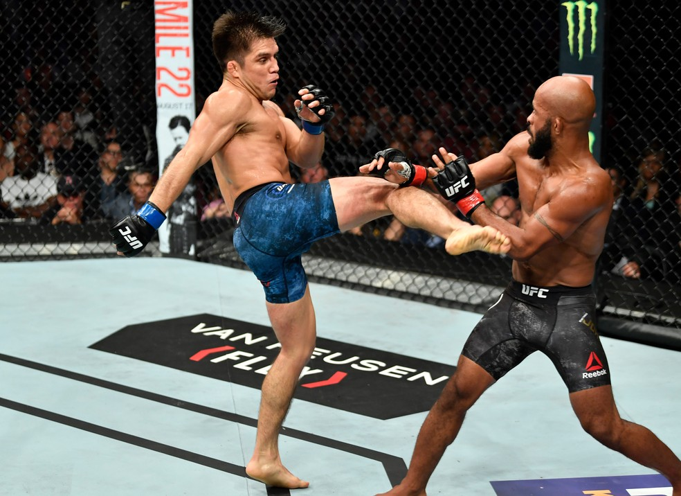 Henry Cejudo se impôs diante de Demetrious Johnson no co-evento principal do UFC 227 (Foto: Getty Images)
