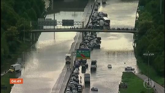 Sudeste do Texas sofre com chuvas torrenciais de tempestade Imelda