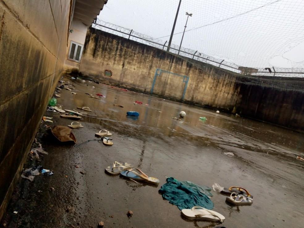 Foram utilizados explosivos contra um dos muros do solA?rio do PavilhA?o C (Foto: Susipe)