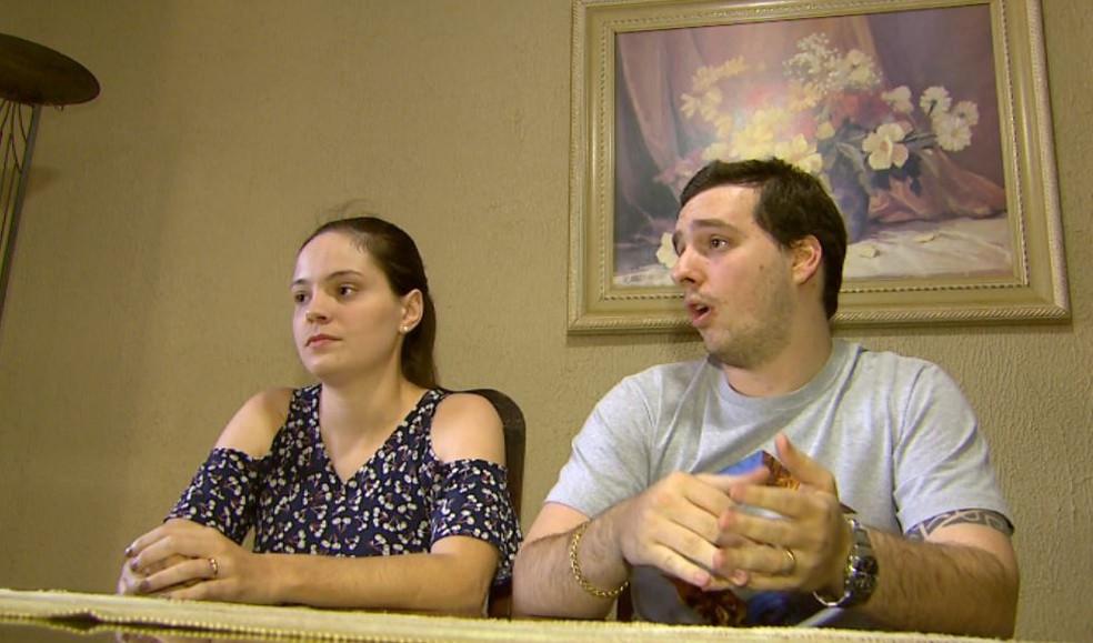 Emily Maganha e Guilherme Biagini, pais legítimos de Laura, criança usada por mulher que inventou gravidez para chantagear o ex-namorado em Ribeirão Preto (Foto: Carlos Trinca/EPTV)