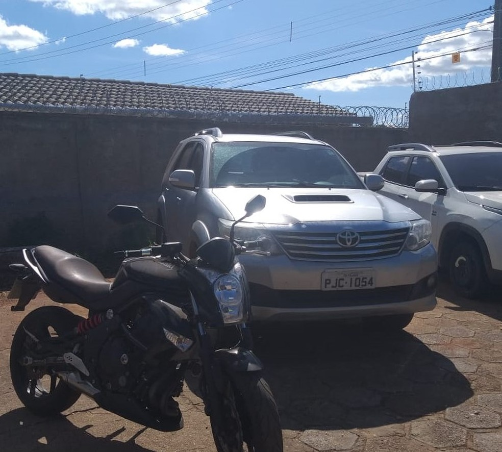 Empresário que vendeu respiradores falsos à Prefeitura de Rondonópolis (MT) tem veículos apreendidos pela polícia — Foto: Polícia Civil de Mato Grosso/Assessoria