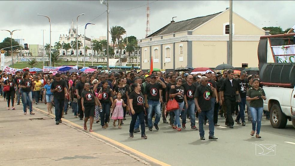 Manifestantes interditaram parte da Avenida Beira-Mar em caminhada até o Palácio dos Leões, em São Luís (Foto: Reprodução/TV Mirante)