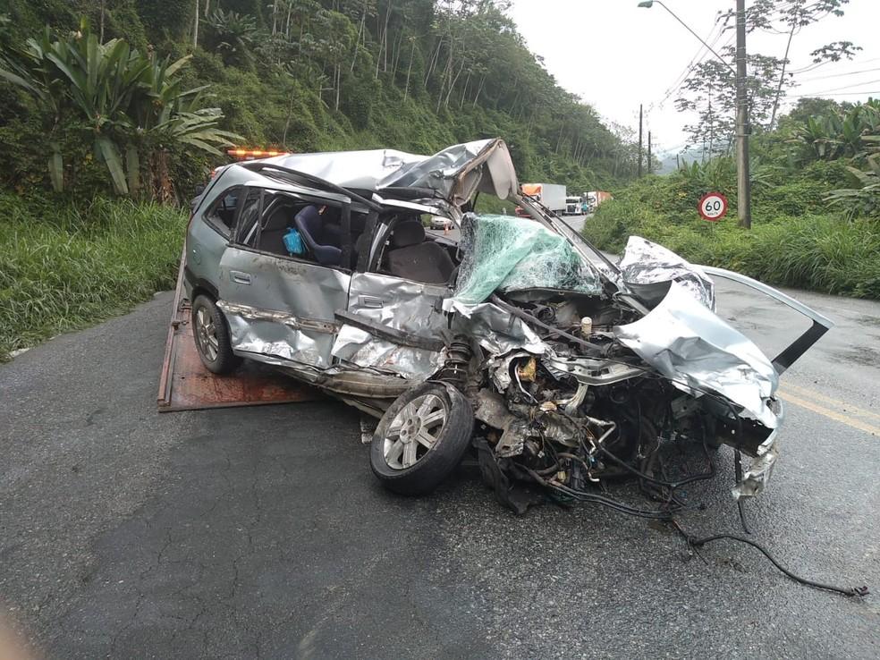 Colisão frontal ocorreu na SC-108 em Blumenau — Foto: PMRv/ Divulgação