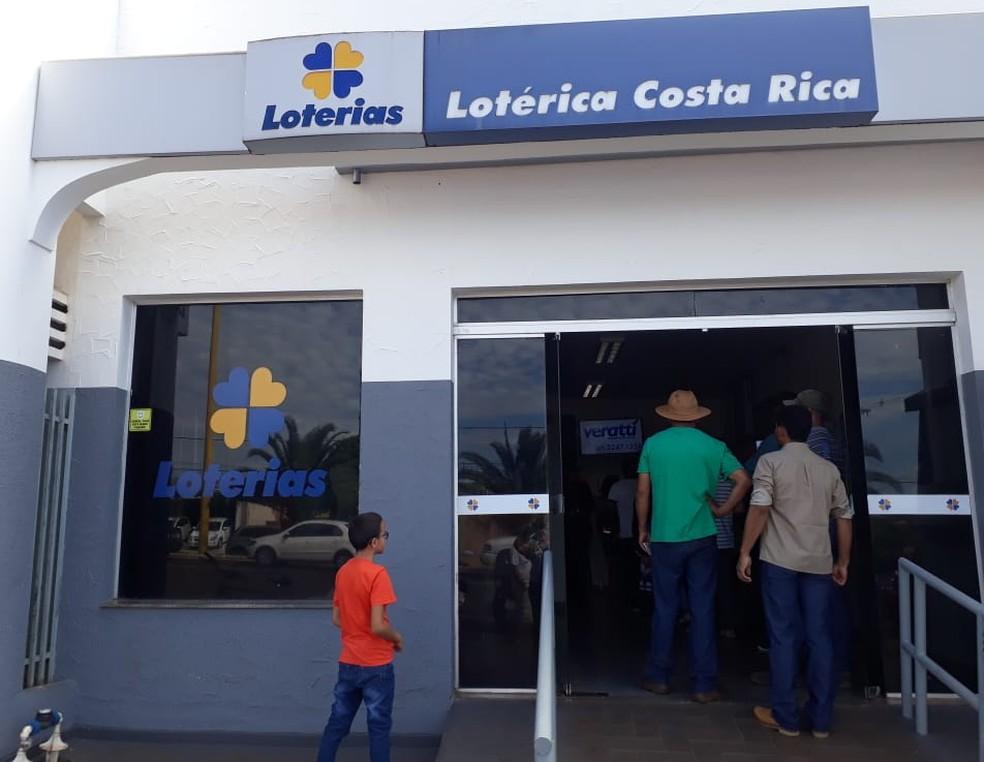 Única lotérica da cidade onde amigos fizeram um bolão em Costa Rica e tornaram os primeiros vencedores da cidade — Foto: G1 MS