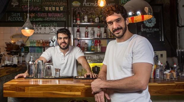 Garagem Pompeia Bar, estabelecimento que prosperou na garagem da residência deles onde mantinham um hostel, e hoje o bar tornou-se a principal atividade do empreendimento (Foto: Reprodução/Agência Sebrae-SP)