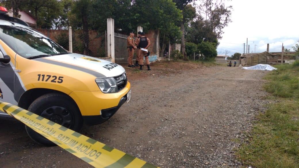 Homem é morto a tiros ao lado de criança na Região de Curitiba, diz polícia