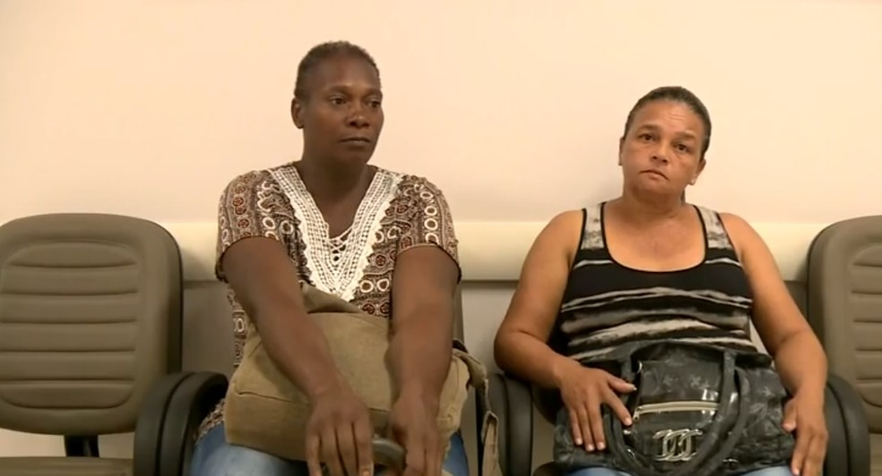 Doméstica Fátima Aparecida Bento (à esquerda) relata espera de um ano por diagnóstico de mamografia na rede pública — Foto: Reprodução/ EPTV
