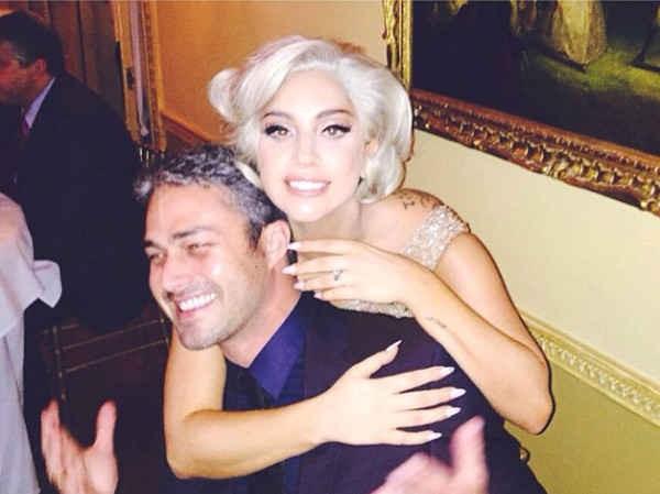 Lady Gaga com o ex-noivo, o ator Taylor Kinney (Foto: Instagram)