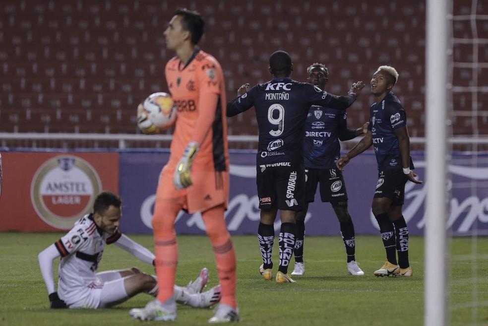Sánchez (à direita, de cabelo loiro) comemora gol contra o Flamengo no ano passado, pelo Independiente del Valle — Foto: FRANKLIN JACOME / POOL / AFP