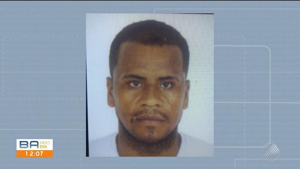 Homem foi preso por duplo homicídio em Santa Luzia, sul da Bahia — Foto: Reprodução / TV Bahia