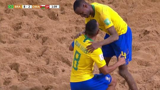 Defendendo título, Brasil goleia Omã por 8 a 2 na estreia da Copa do Mundo de futebol de areia