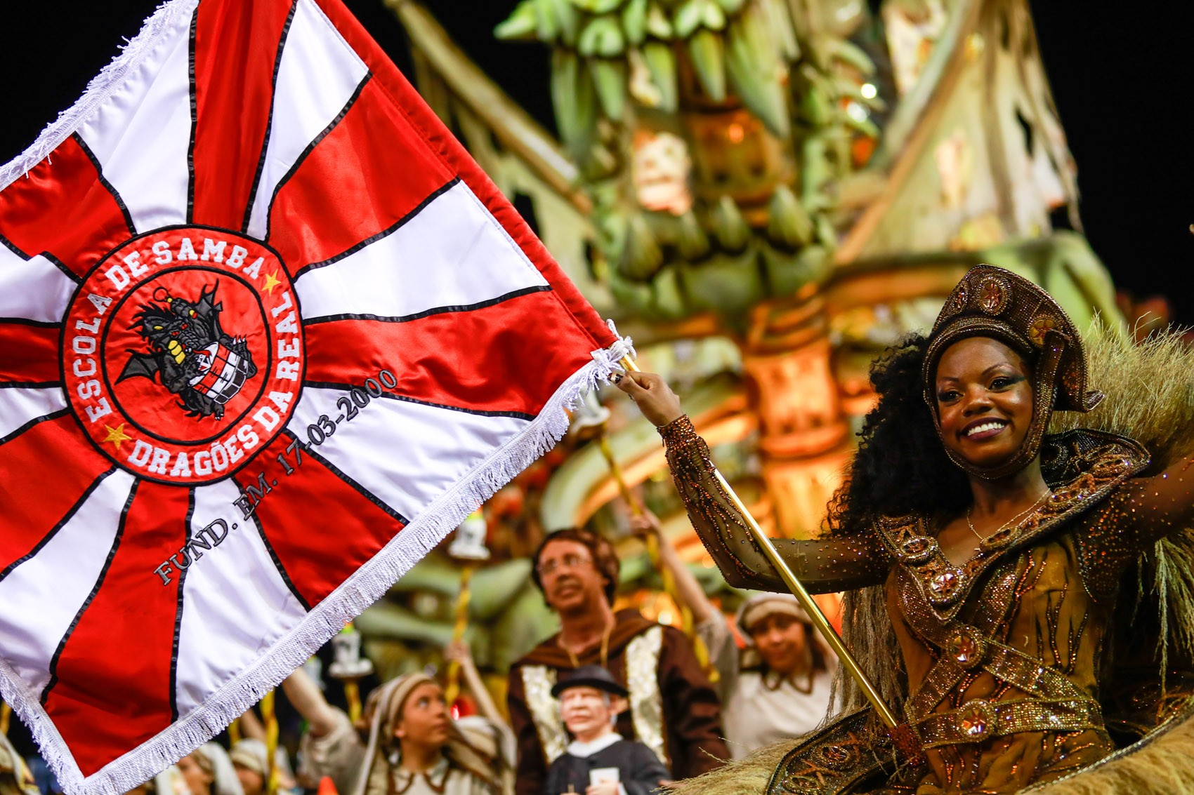Inspirada no clássico 'Asa Branca', Dragões fez desfile vibrante sobre o Nordeste