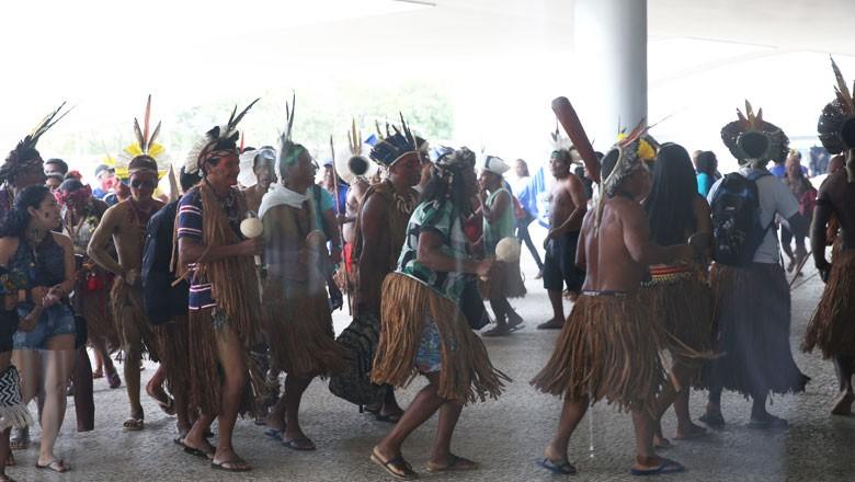 indios-brasilia-palacio-planalto (Foto: Antônio Cruz/Agência Brasil)