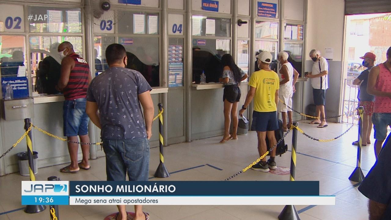 Filas se formam em lotéricas na esperança de prêmio de R$ 75 milhões da Mega Sena