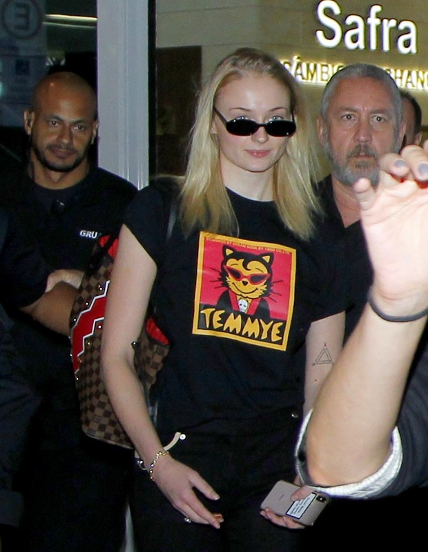 Sophie Turner desembarca no Brasil (Foto: Brazil news / Marcello Sá Barreto)