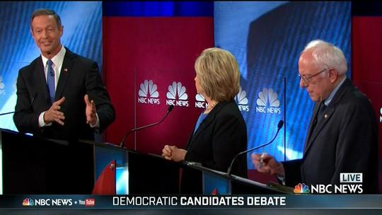 Hillary Clinton e Bernie Sanders se atacam em debate democrata