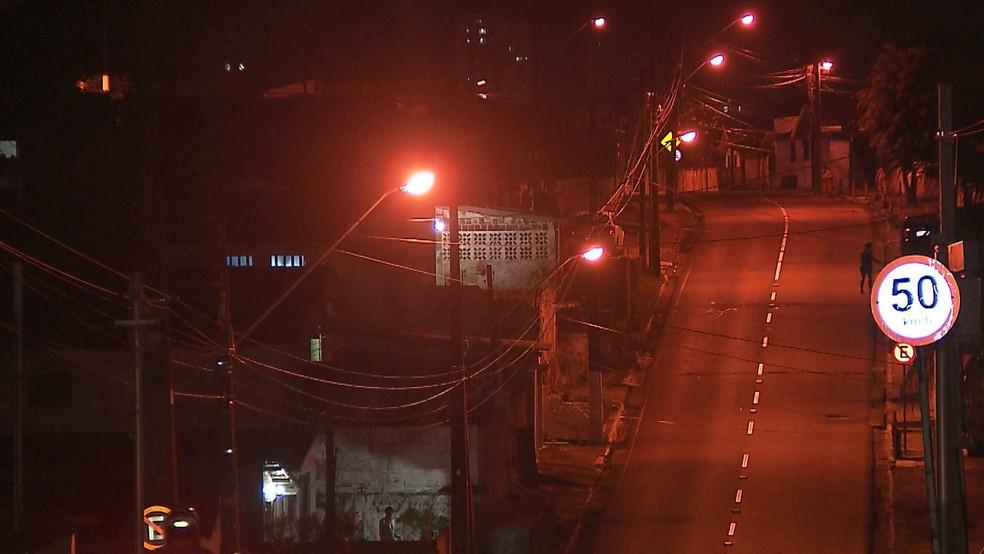 Adolescentes foram baleados em uma rua do bairro do Rangel, em João Pessoa (Foto: Reprodução/TV Cabo Branco)