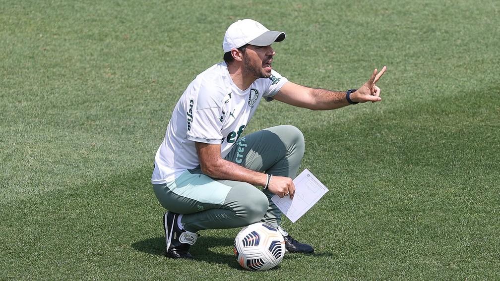 Abel Ferreira durante treino do Palmeiras, na Academia de Futebol — Foto: Cesar Greco