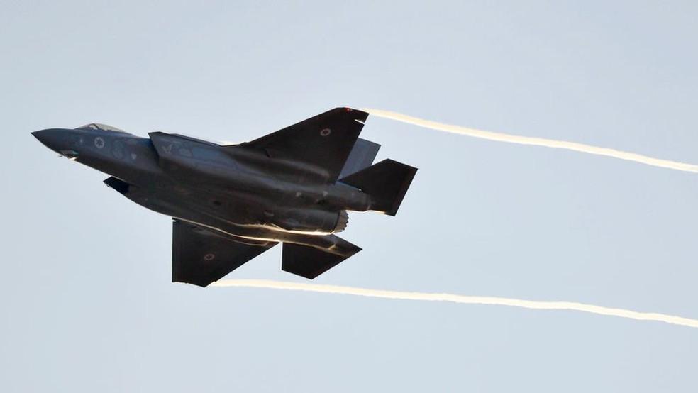Caças F-35 estão na lista de armamentos mais vendidos — Foto: AFP
