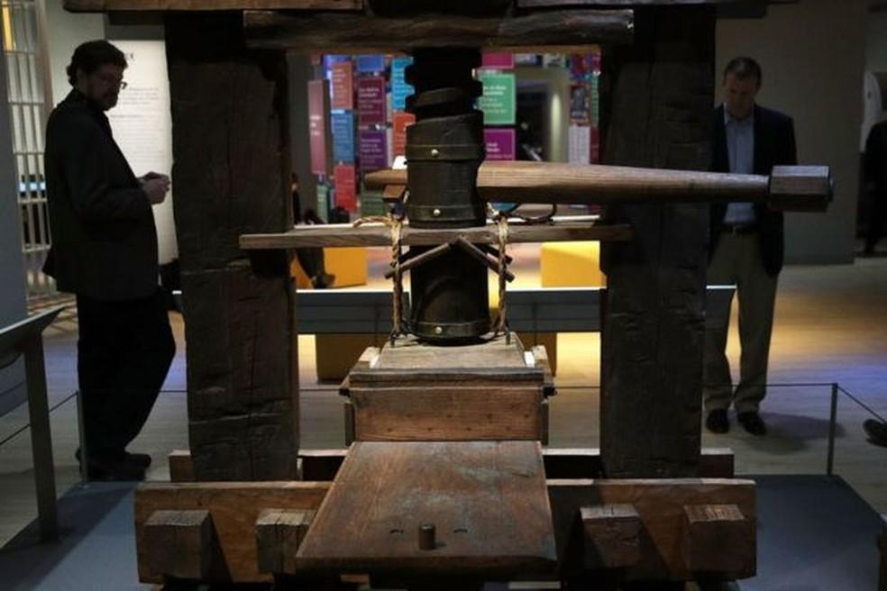 A prensa de Gutenberg deu início a um grande negócio comercial que se expandiu internacionalmente nos séculos seguintes �?? Foto: Getty Images via BBC