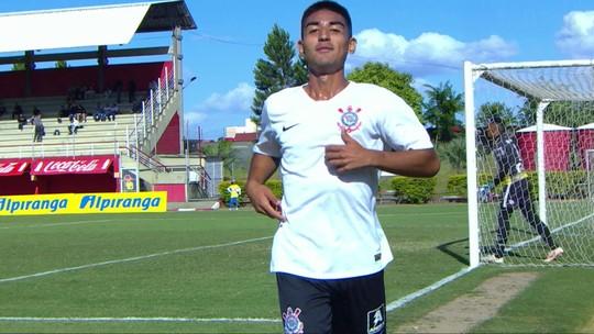 Gol do Corinthians! Oya recebe e tira do goleiro para ampliar, aos 26 do 2º tempo