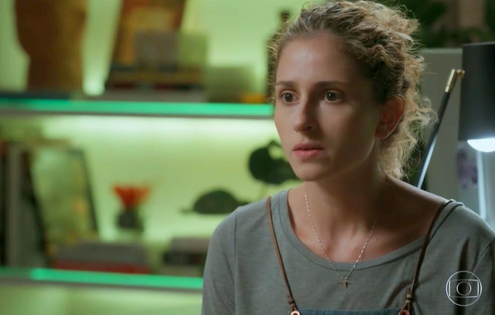 Em 'A Força do Querer', Ivana (Carol Duarte) pede para conversar sério com Eugênio (Dan Stulbach) — Foto: Globo