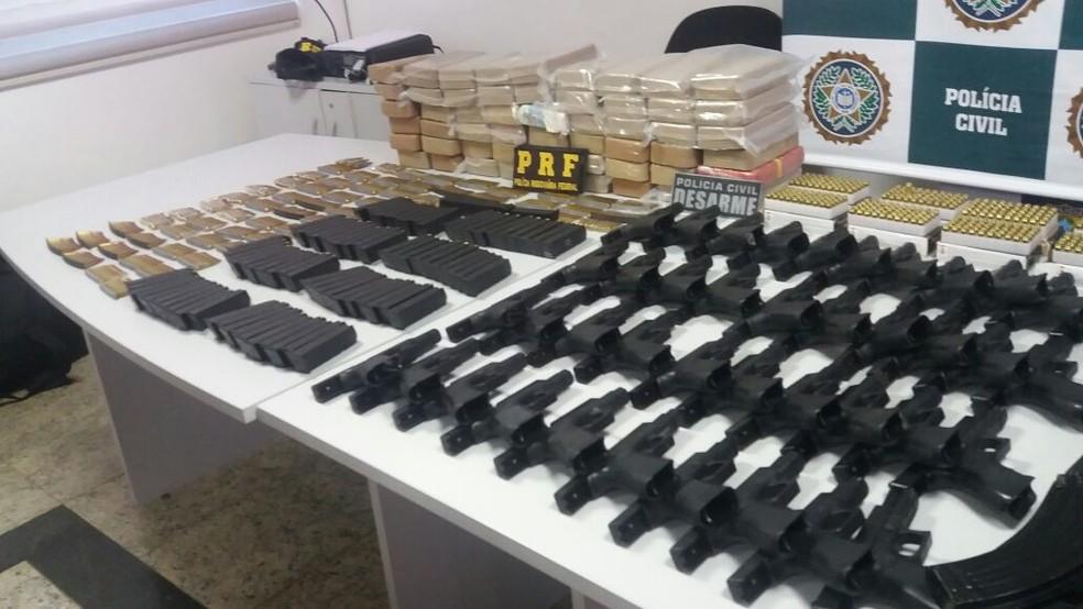 Armas e drogas foram apreendidas (Foto: Divulgação/ PRF)