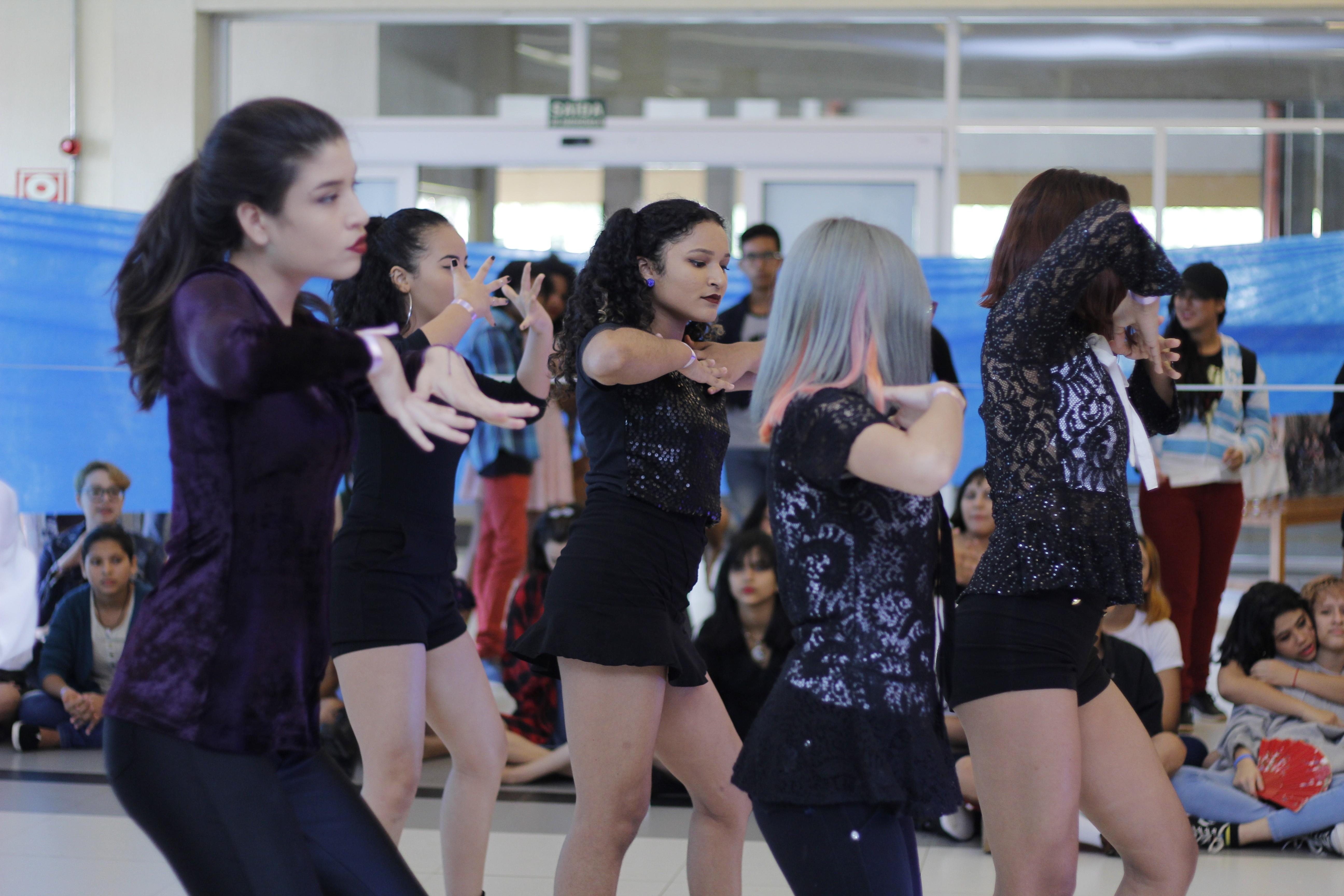 Concurso de dança e karaokê são atrações em encontro de fãs de k-pop em Macapá