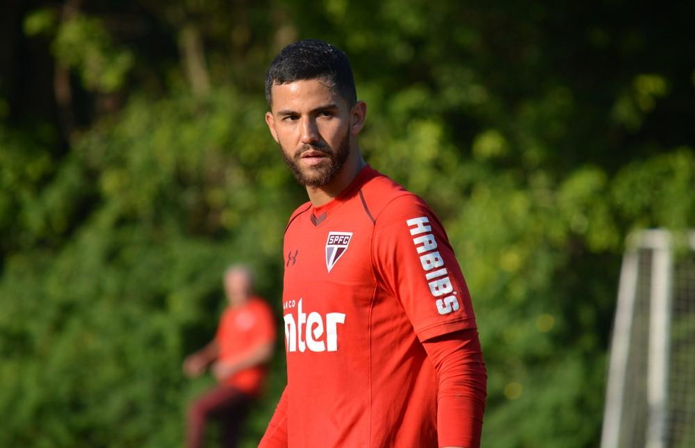 Renan Ribeiro espera posição do São Paulo para decidir futuro