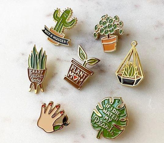 A série de broches desenhados pela designer Amanda Rae Wright em sete itens feitos para jardineiros (Foto: Instagram/Reprodução)
