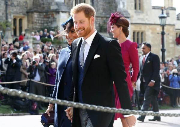 Meghan Markle e o príncipe Harry no casamento da princesa Eugene (Foto: Getty Images)