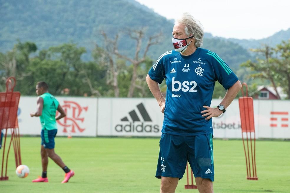 Jorge Jesus durante treino do Flamengo no Ninho do Urubu — Foto: Alexandre Vidal/Flamengo