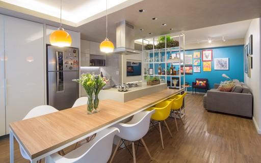 Apartamento de 70 m² tem reforma para integrar ambientes