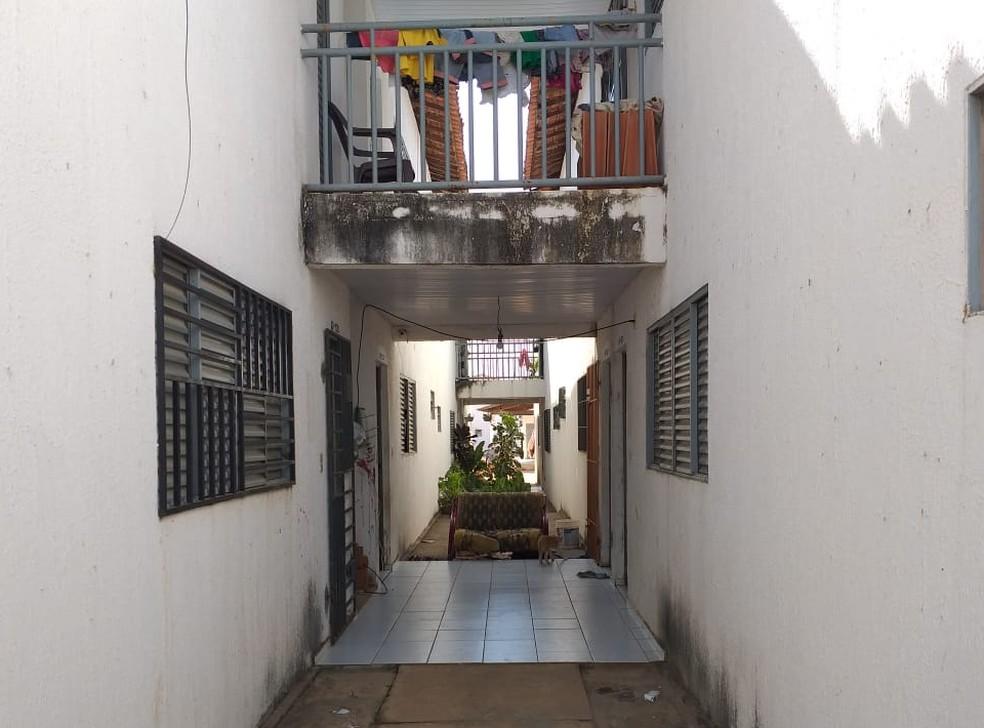 Criança de 2 anos morre com tiro na cabeça enquanto brincava na porta de casa em Teresina — Foto: Francisco Lima/TV Clube