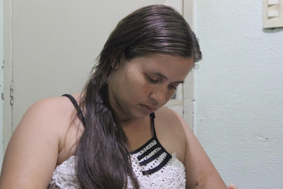 Daiane Caetano, a mãe da menina Emilly, morta em abordagem policial. (Foto: Andrê Nascimento)
